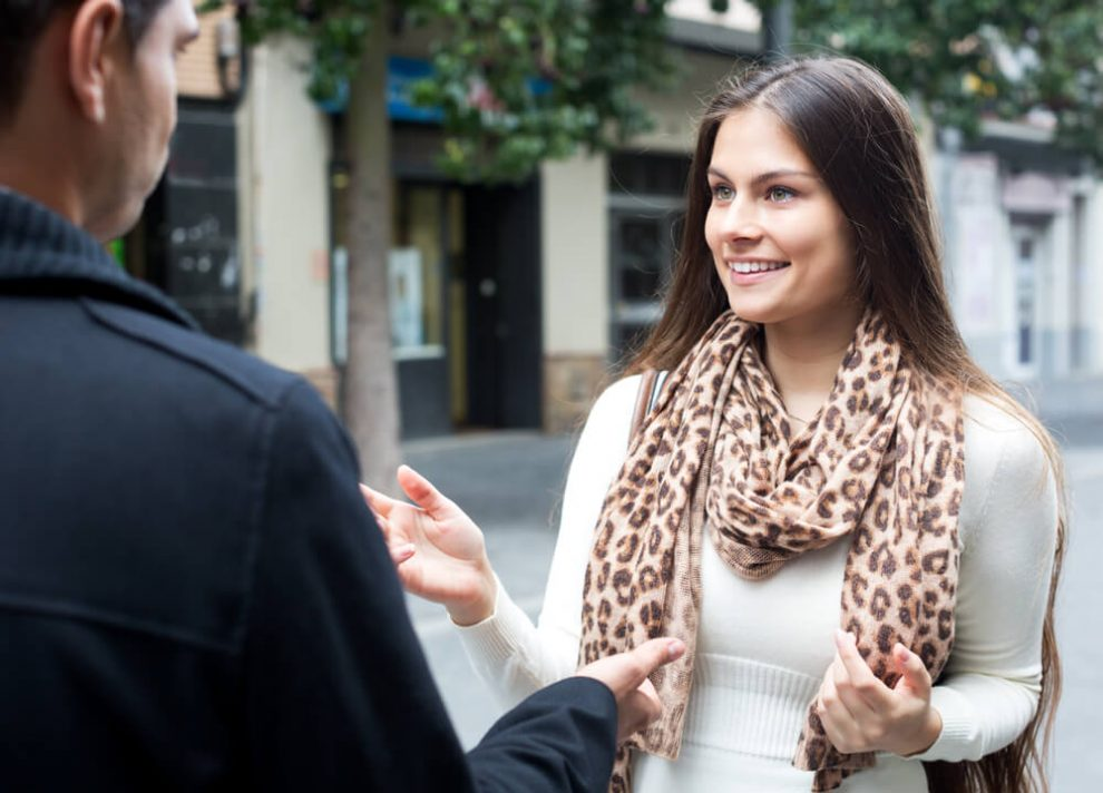Flirten blickkontakt lacheln